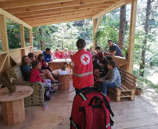 first aid lecture during children's camp